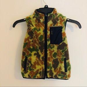 GAP Kids Fleece Camo Vest 4T